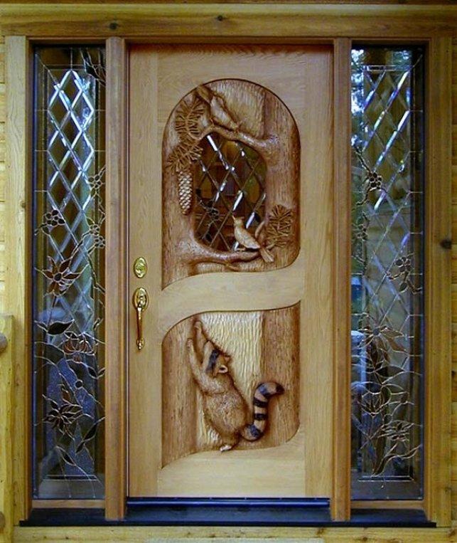 usa din lemn sculptata manual