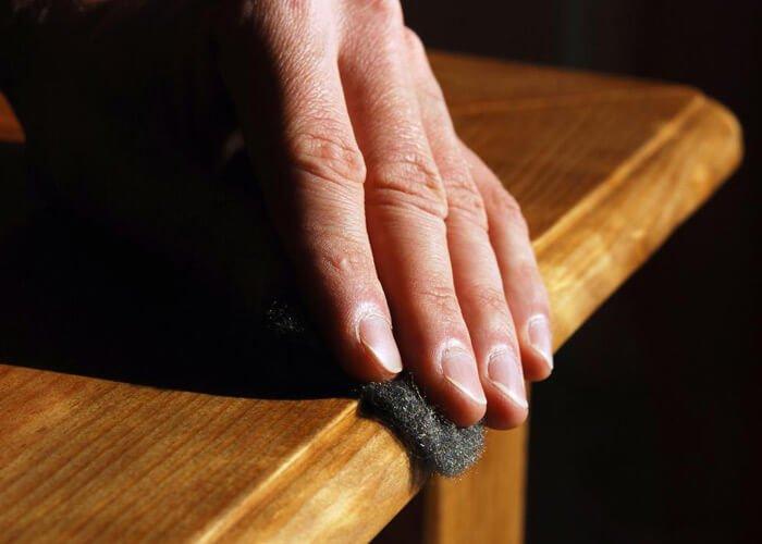 cum sa reconditionezi mobilier vechi din lemn